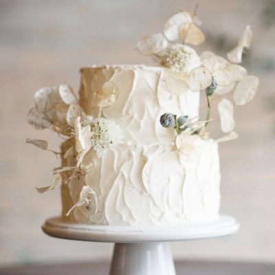 Wedding Cakes That Work for Every Venue